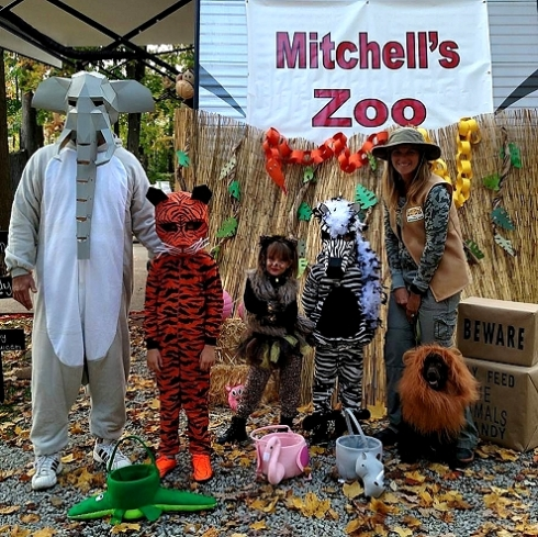 Zoo animal and zoo keeper Halloween Costumes